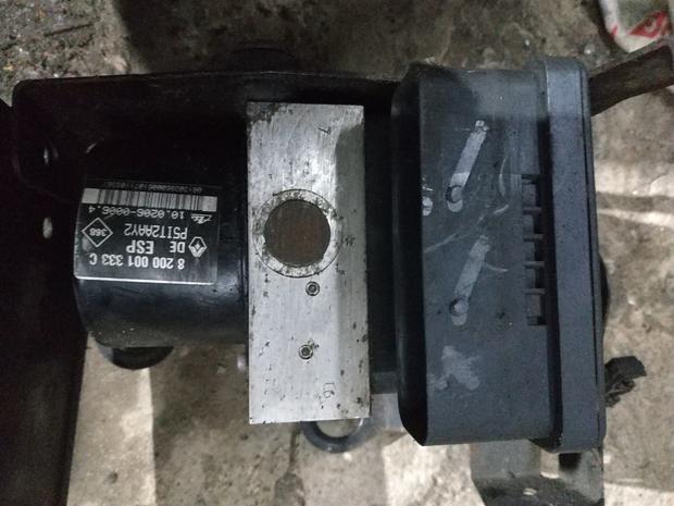 Блок ABS ESP 8 200 001 333 C Renault Laguna 2