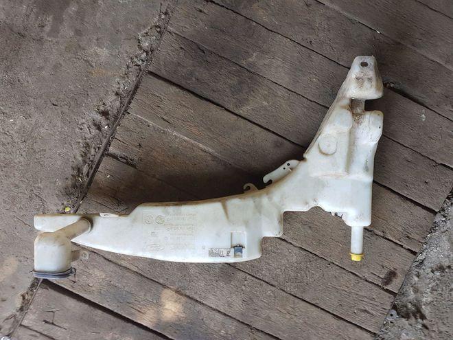 Бочек омывателя Ford Focus mk1 оригинал — фотография 1