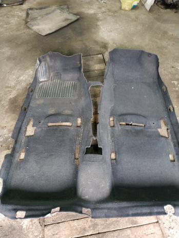 Ковер , обшивки багажника Renault Laguna 2 — фотография 1