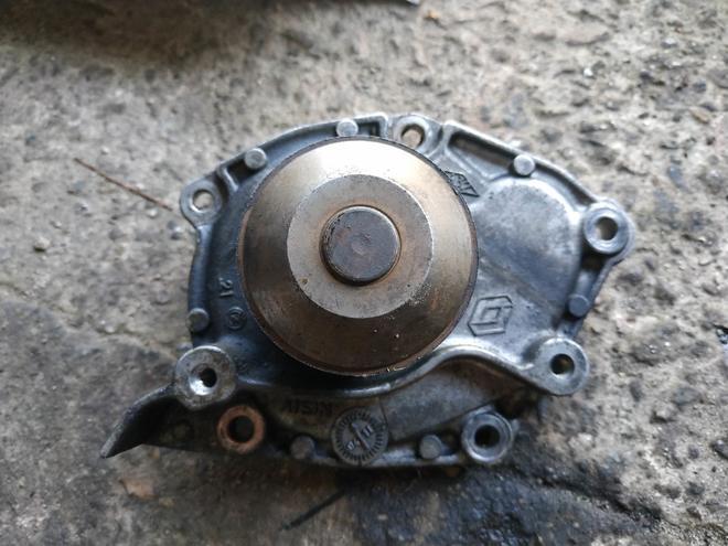 Помпа Renault Laguna 2 1.9 d — фотография 1