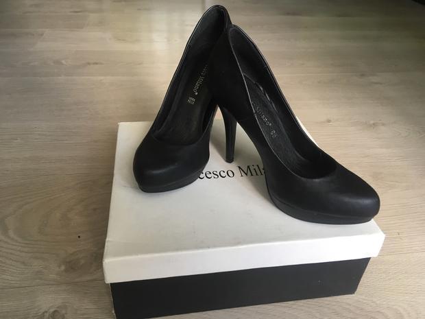 Туфли женские Francesco Milano. Новые! р. 35 (US 5,5) — фотография 1