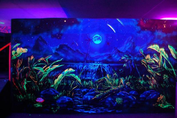 Ультрафиолетовые краски для интерьера, 15 ярких цветов свечения — фотография 1